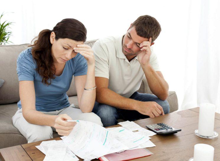 Долг по квартплате делится при разводе