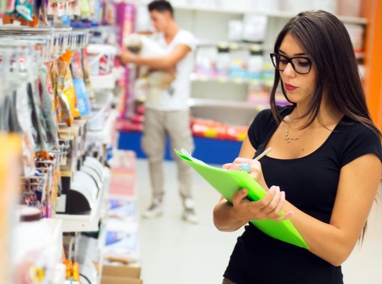 Обязанности продавца-консультанта: должностная инструкция, образец резюме