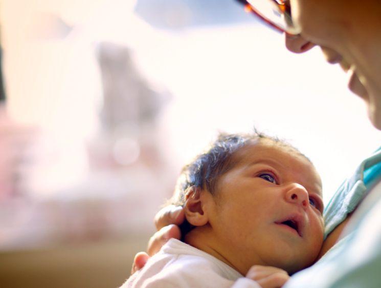 Что предпринять, если суррогатная мать отказывается отдавать ребенка